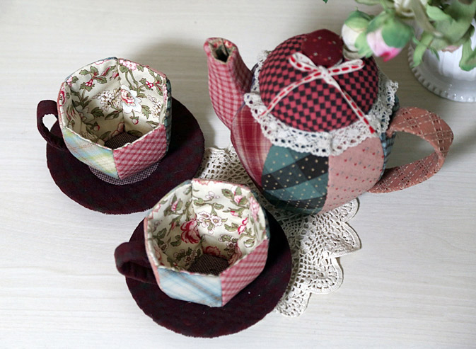 patchwork tea set from scrap fabric