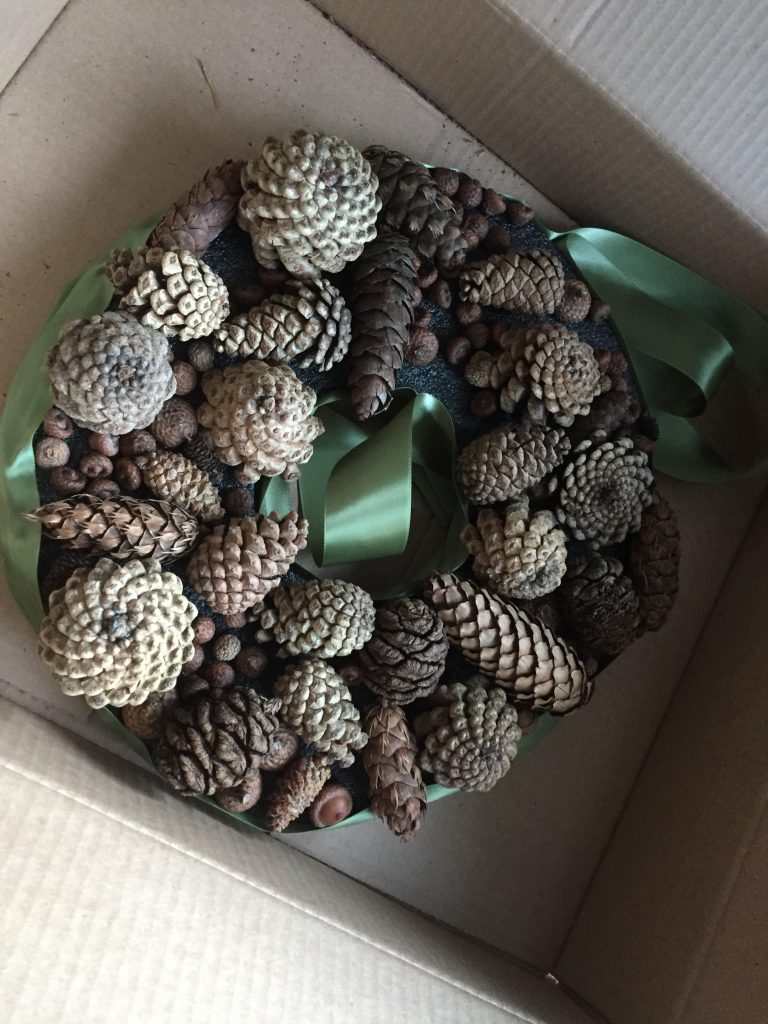 diy christmas pine cone wreath