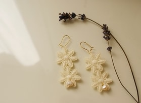 DIY wedding jewellery lace and pearl earrings