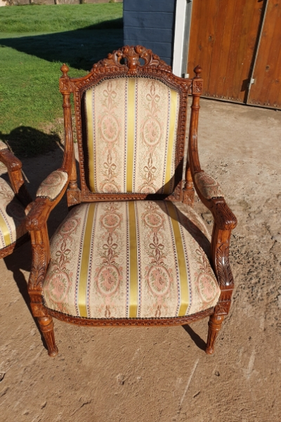 antique chair furniture flip - before