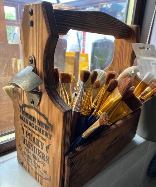 how to paint a wooden chair - paint brushes