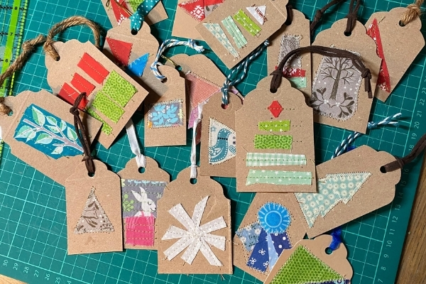 diy scrap fabric christmas gift tags