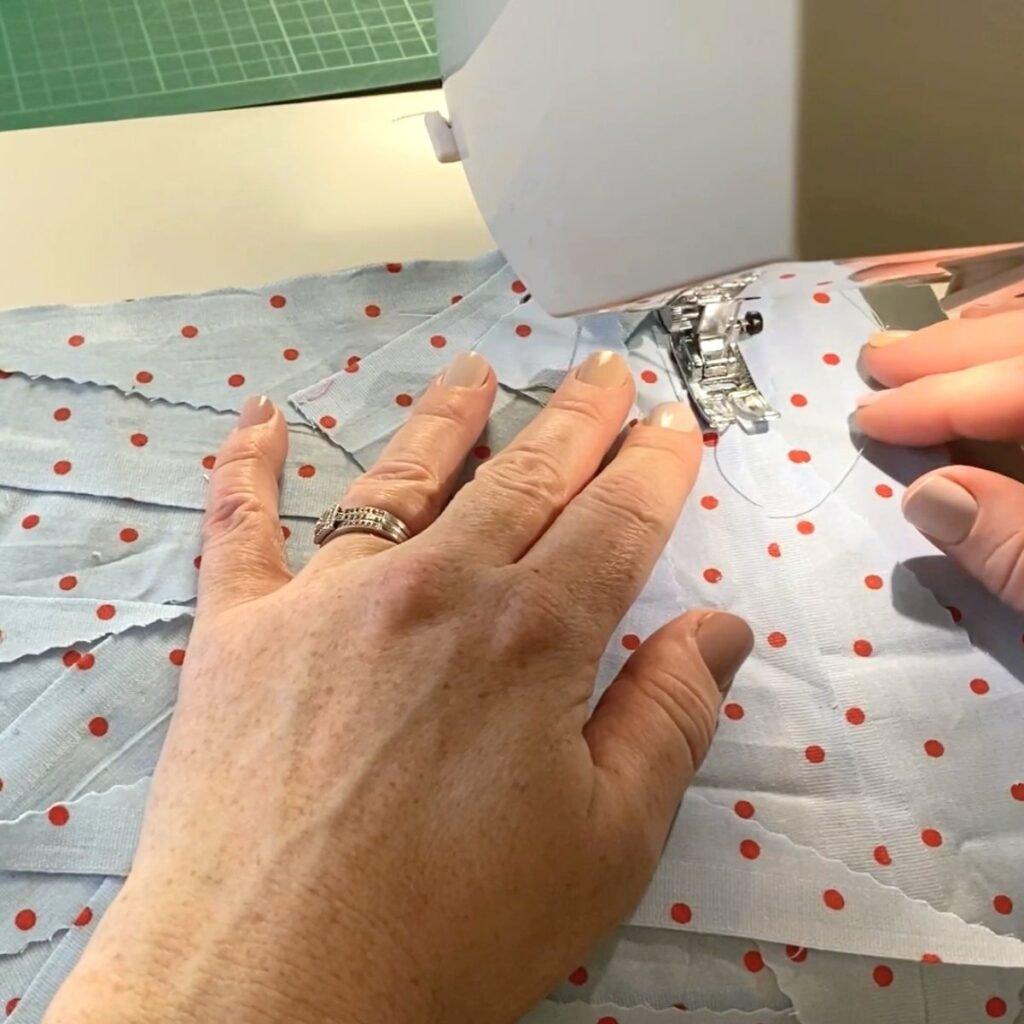 faça jardas de tecido com restos de tecido